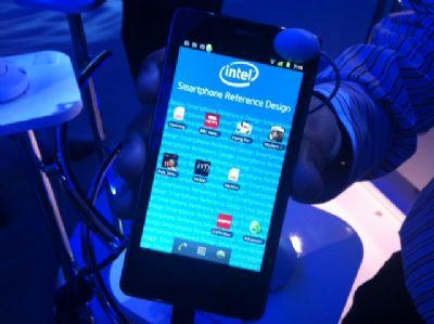 Intel mostra al CES il suo smartphone