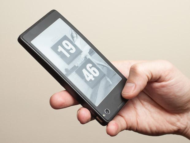 YotaPhone annuncia uno smartphone da 4.3″ e ink display per il 2013