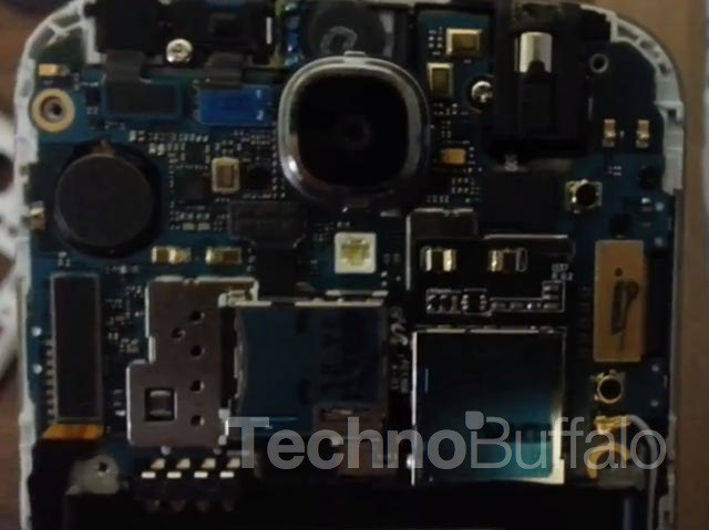 Samsung-Galaxy-S4-Teardown-3