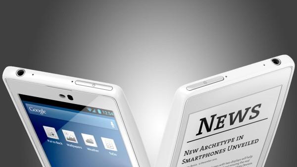 Nei negozi arriva YotaPhone, lo smartphone dal doppio schermo