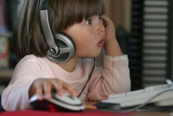 La nuova generazione cresce con il touchscreen, 1 bambino su 5 ne fa uso ogni giorno!