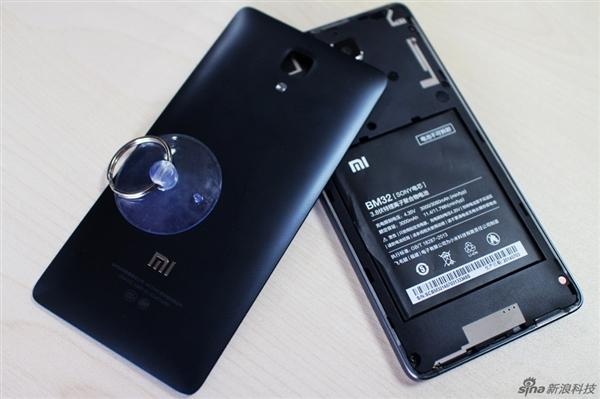 Xiaomi Mi4: molto semplice rimuovere la back cover del nuovo dispositivo della casa cinese