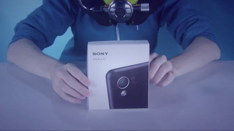 Sony Xperia Z3: ecco un unboxing subaquo