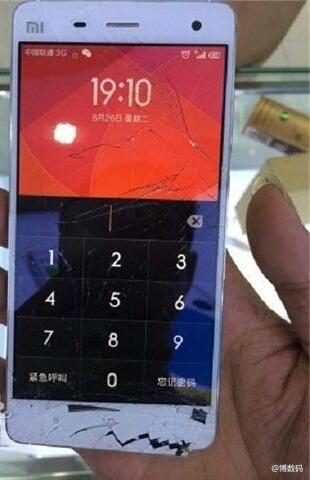 Xiaomi Mi4 è resistito ad una caduta dal tredicesimo piano riuscendo ancora a chiamare
