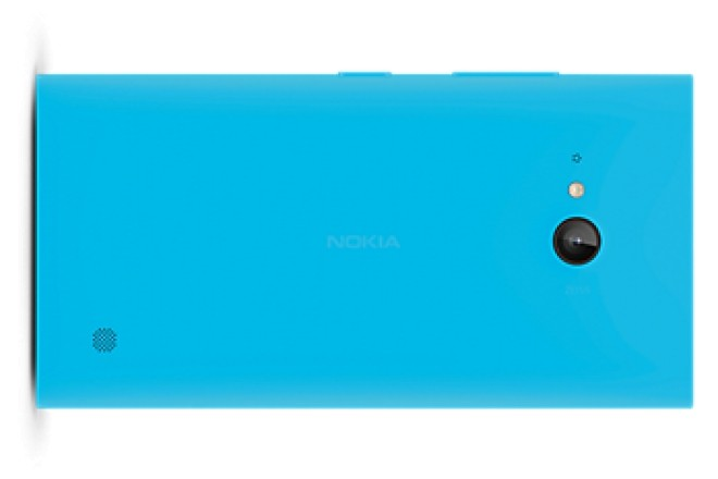 Nokia Lumia 735 avvistato su Carphone Warehouse con la scocca color Ciano