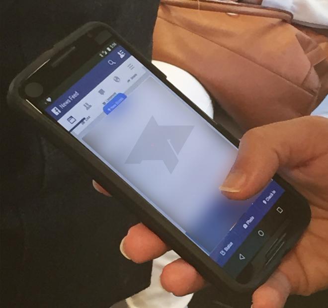 Nexus 6 mostrato in due render in bianco e in nero