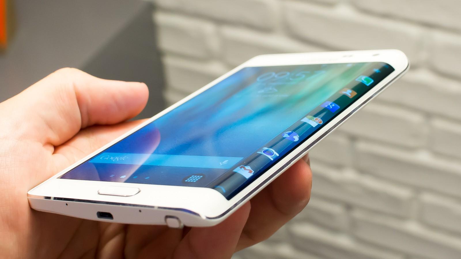 "Samsung Galaxy S6 avrà una variante ""Edge"""