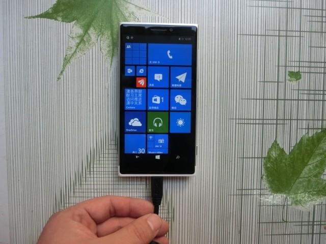 """Lumia 1020: il prototipo """"By Microsoft"""" si mostra in delle foto"""