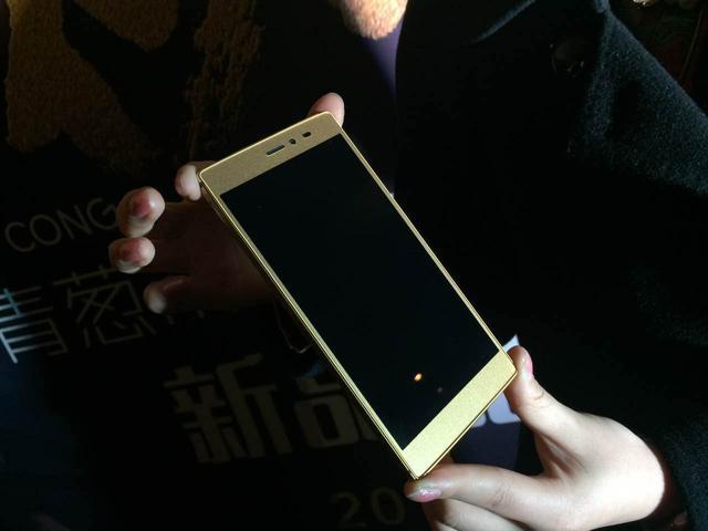 Il nuovo phablet di Shallots in oro a 24 carati