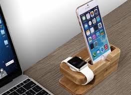 iClever Charging Stand: docking in legno
