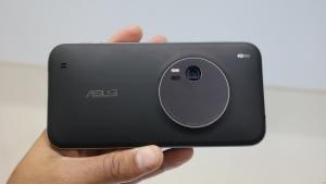 Asus Zenfone Zoom riceve aggiornameno software: le novità nel changelog