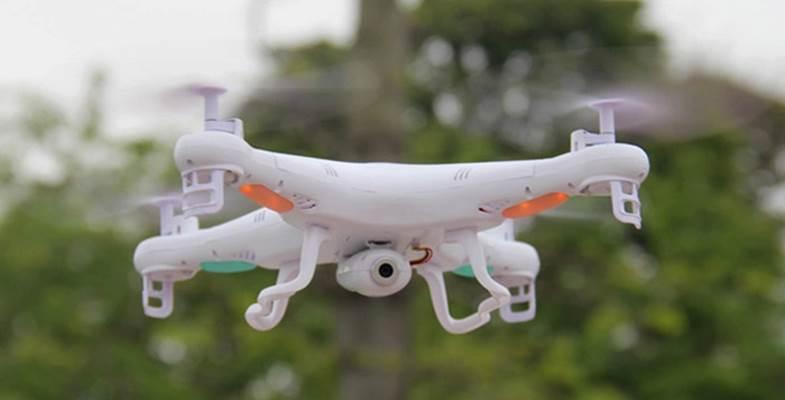 Syma X5C in volo