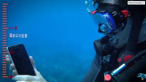 al mare con lo smartphone