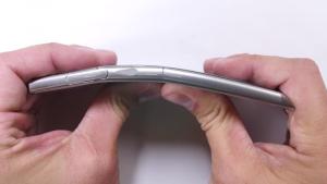 Sony Xperia XZ vs JerryRigEverything, resisterà?