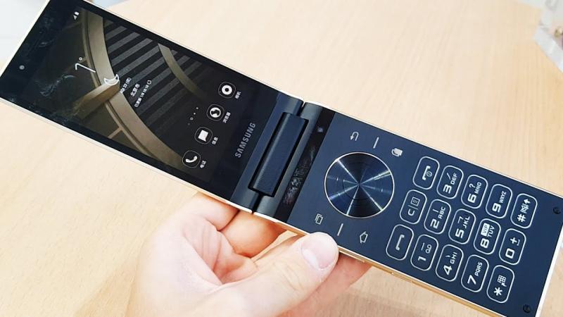 Samsung W2019 ecco lo smartphone a conchiglia in foto